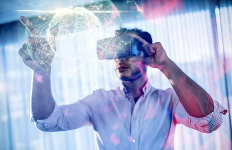 What Is Virtual Reality? Discover How It Works And Its Components